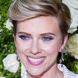 Scarlett Johansson, Colin Jost's Girlfriend